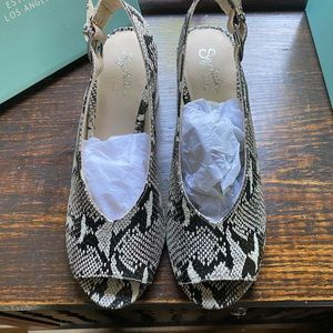 Ladies Shoes, heeled, open toe, python leather